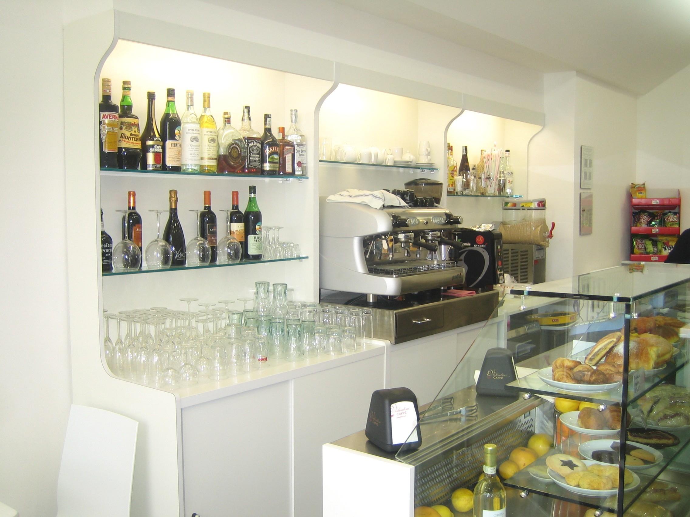 Banchi bar produttori banchi bar grezzi e rivestiti for Arredamento bar economico